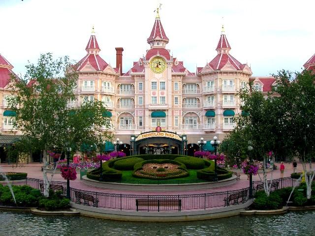 ادخلو وشوفو صور ساندريلا الحقيقية والامير والحذاء والقصر ...........الخ ادخلو يلا Disneyland_Hotel___P